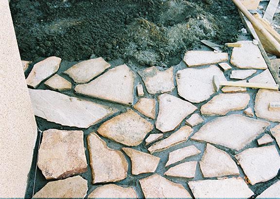 Облицовка натуральным камнем площадок и террас